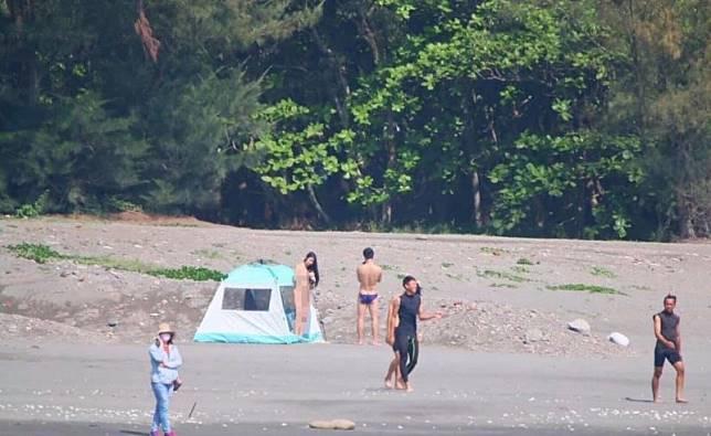 【影片】台南安平漁光島海灘「帳篷四腳獸」瘋傳!小弟弟路過當場看傻:求陰影面積!