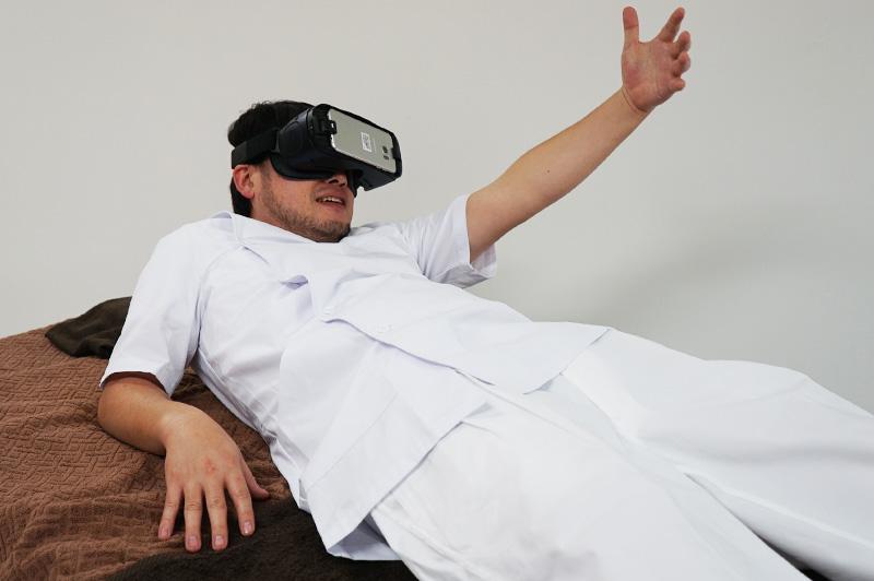 「VR體驗AV馬殺雞」同步爽到酥麻!拿下眼鏡看到按摩師:「剛剛的感覺都是假的嗎...」