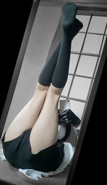 腿控注意!【推特人氣男Coser】性感照瘋傳,魔性身材讓你瘋狂吞口水!