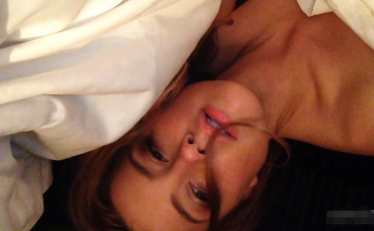 【影片】水行俠梅拉《Amber Heard》床上自摸流出!露點嬌喊「好想要」叫老公快回家!