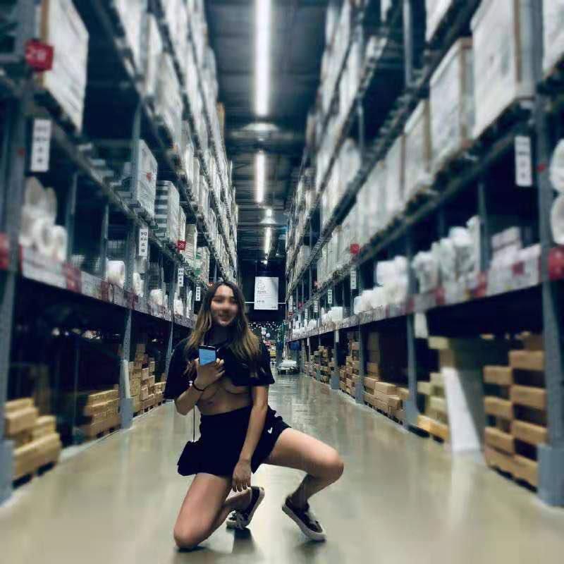 【有圖】色色推特《是你的貓》逛IKEA「公然露奶自摸」自稱暴露反差婊!