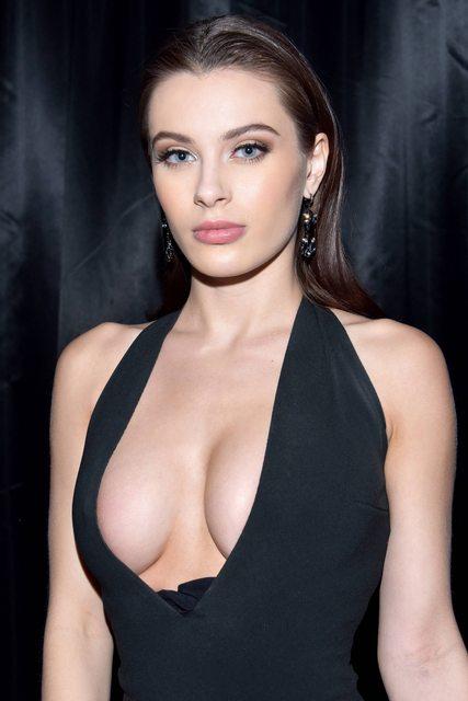 【歐美車】世界第一AV女優《Lana Rhoades》自爆「頂級球星想約她」網友點名貝克漢!