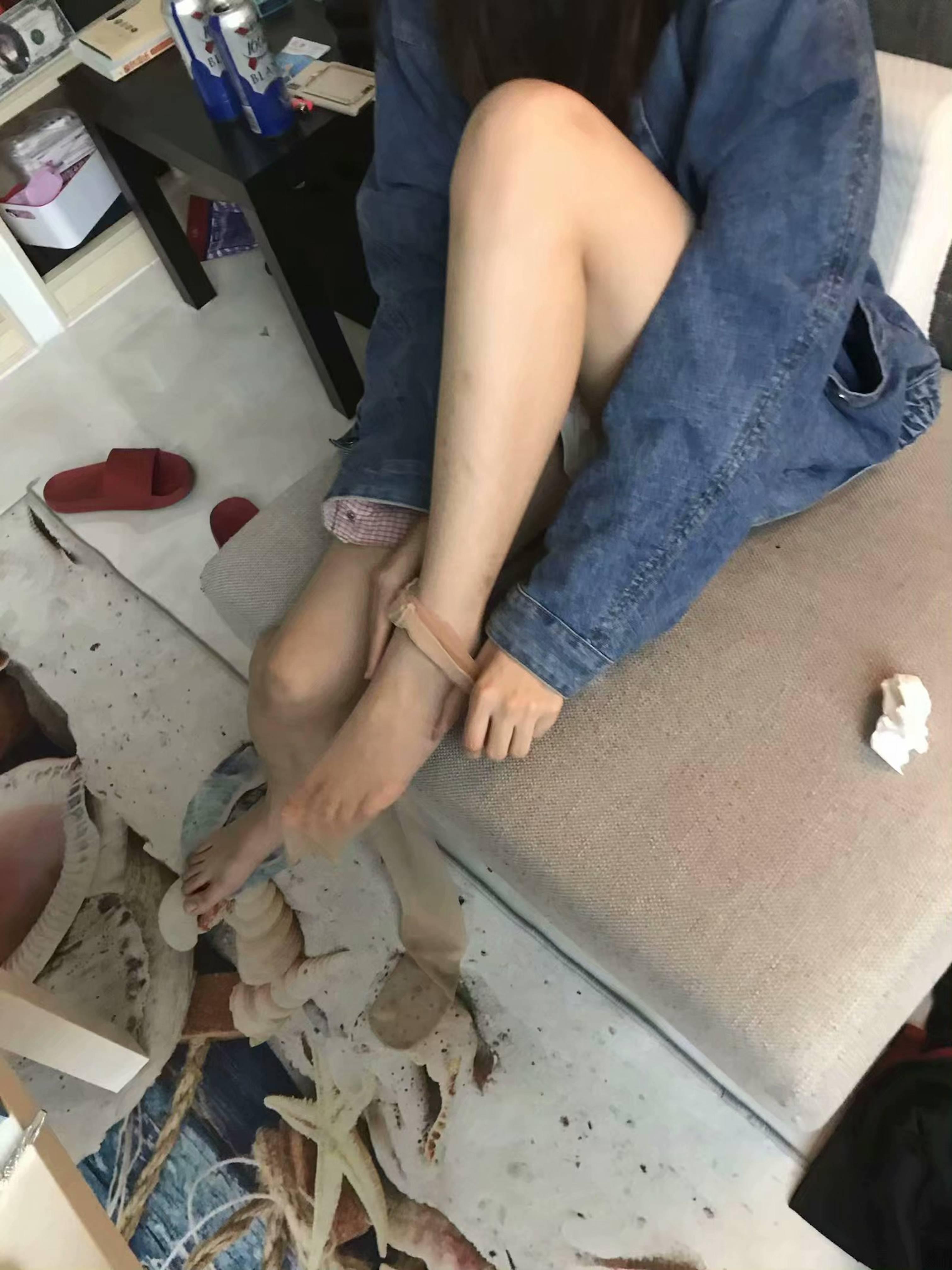 【優衣庫2.0】中國江大校花UNIQLO試衣間「羞恥跪口」影片流出!絲襪腿控受不了!