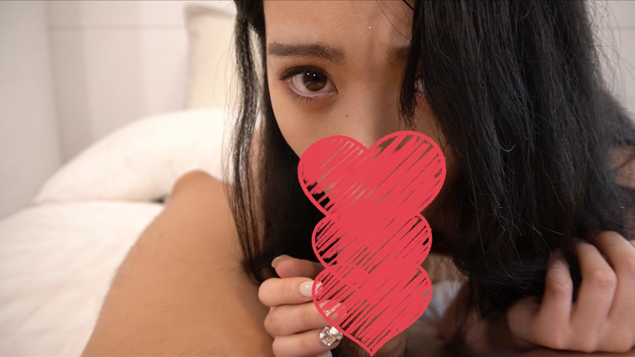 【素人】清楚系美少女FC2拍片太緊張,白虎美鮑直對鏡頭「潮吹大噴射」!