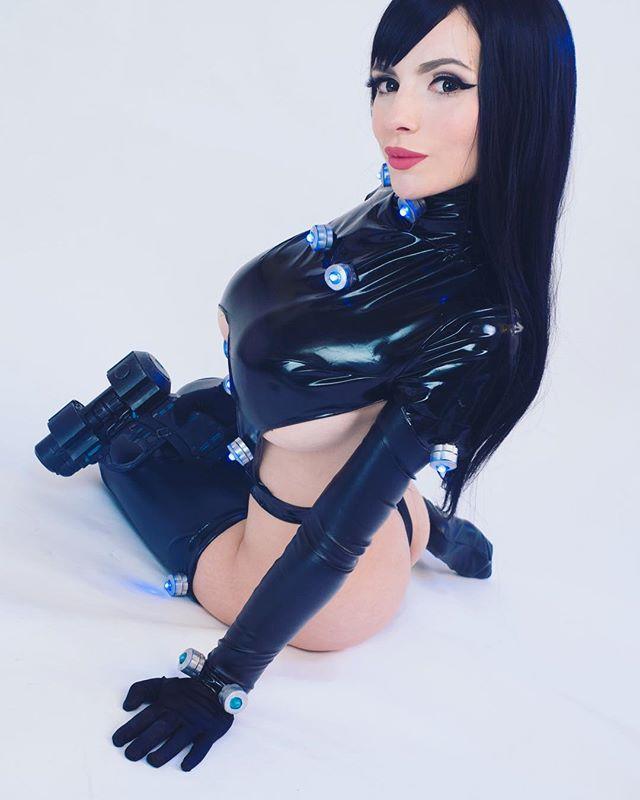 澳洲魅惑妖姬《Katyuska Moonfox》,超胸雙峰搭上緊實美尻辣到你不行!
