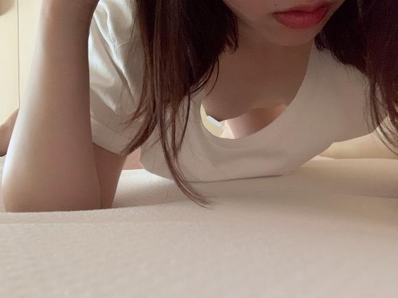 【圖+影】20歲素人美女自拍!苗條身材「工口美尻」腰臀曲線太誘人!