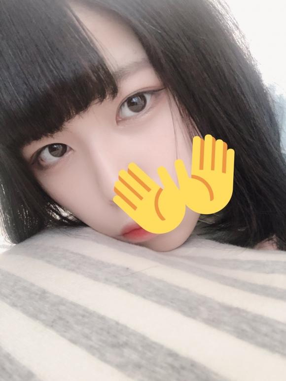 【圖 + 影】F杯巨乳18歲少女水手服cos,表情厭世卻摳得穴汁直流!