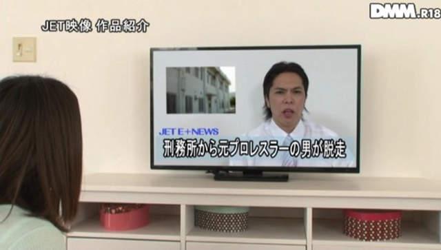 有病AV《摔角選手逃獄出現我家》打不過人家只能看著老婆被NTR...