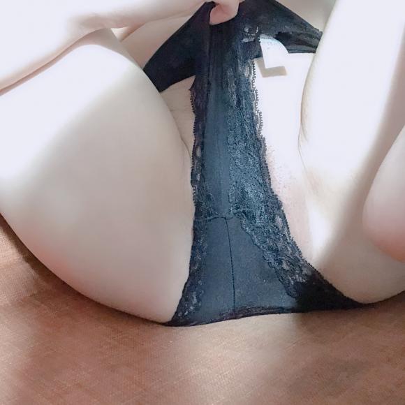 【素人】姐姐裸體散發出誘人的賀爾蒙,濕潤小穴等你來抽插影片全曝光!