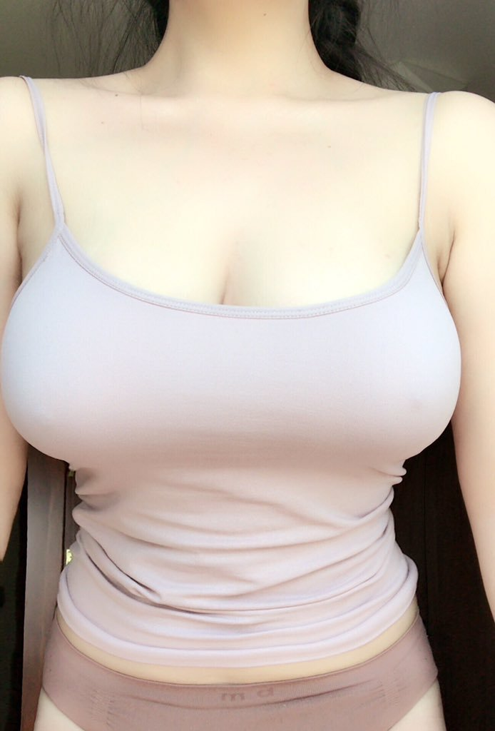 【多圖】盡情揉捏!神秘網友《Cream》粉嫩巨乳摸到快要出汁!