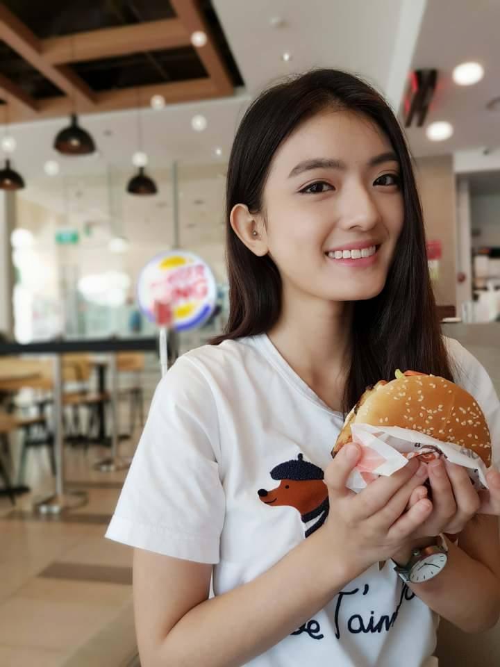 【有片】新加坡女星「洪凌」親妹妹《性愛影片被男友流出》姊妹都是高顏值!