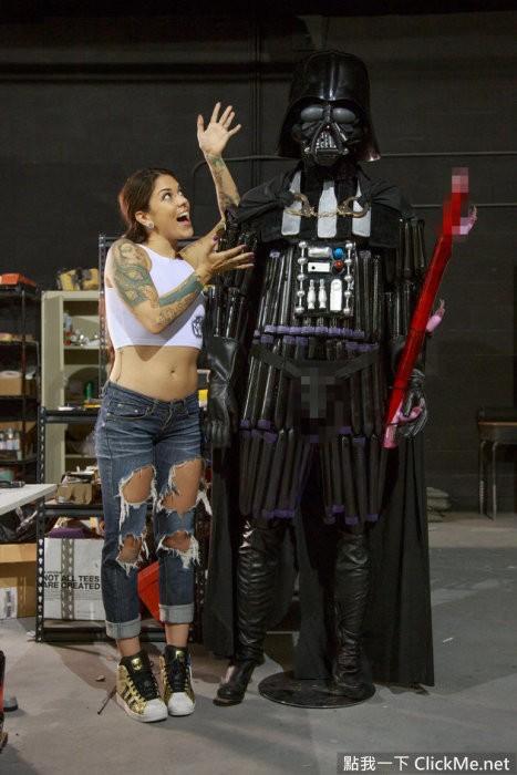 AV女優打造按摩棒版黑武士,這就是所謂的「性技大戰」?