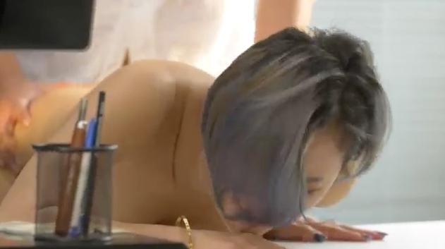 【影片】有番號!SWAG主播《Mio米歐》短髮長腿OL「商業取精之秘書の誘惑」!