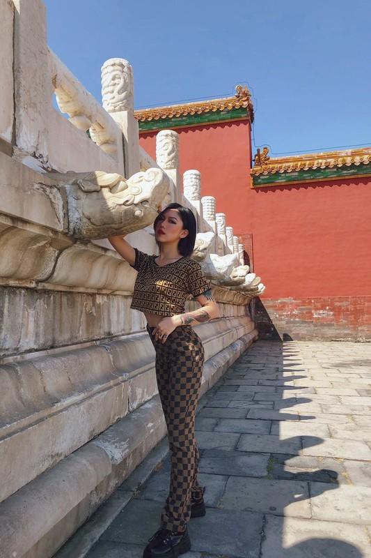 【影片】攻陷北京故宮!極品嫩模《舌尖上的菊花》野外露出「裸行」街頭沒在怕的!