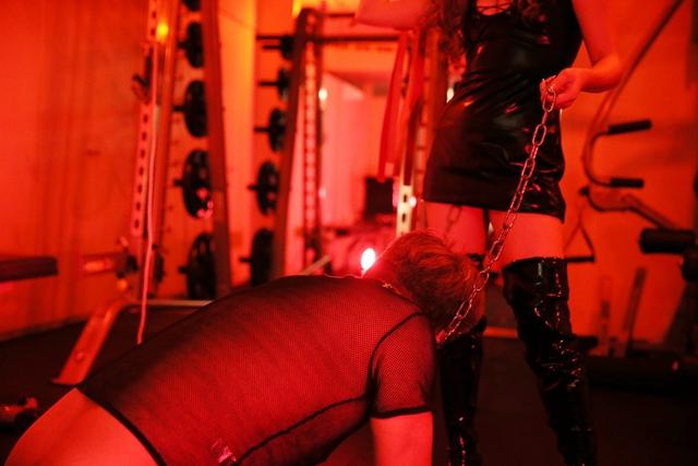 抖M專屬《SM健身房》一邊鍛鍊肉體一邊快樂又痛苦被女王調教好興奮