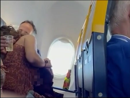【上車】飛機上有舌!愛爾蘭《瑞安航空乘客直擊活春宮》不雅影片流出!