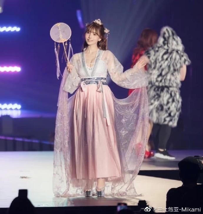 三上悠亞「辱華」?換上仙氣漢服走秀被網友痛罵:不尊重中國傳統服飾!