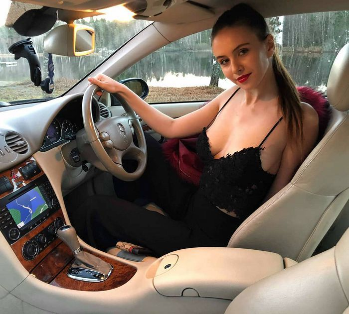 【歐美車】匈牙利裸模《Alisa Amore》完美body「天然奶球+無毛美鮑」令人怦然心動!