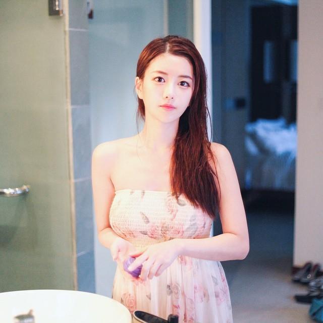 【套圖】小姐姐太誘人瞭,真想撕掉她的衣服