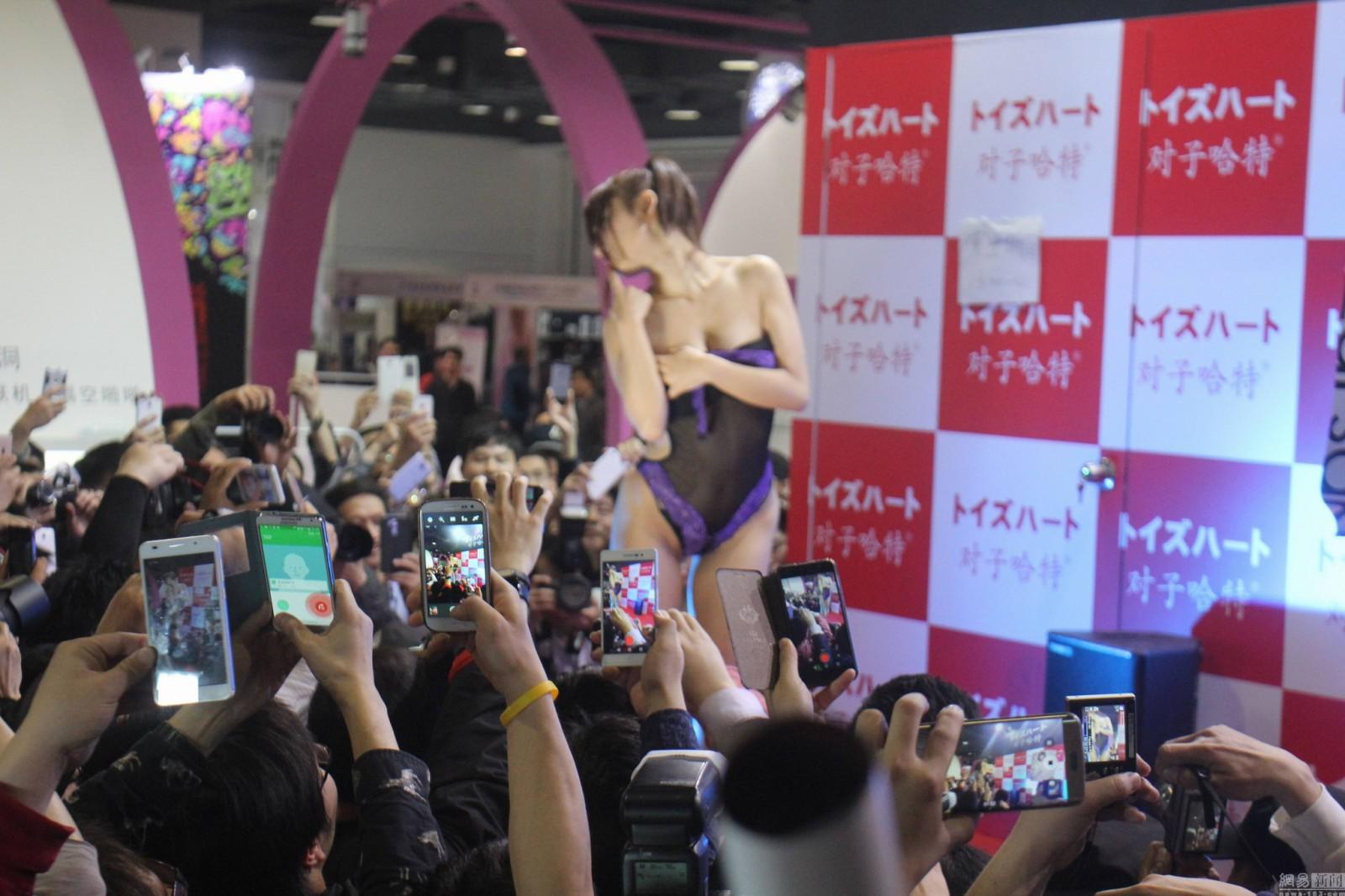 上海成人展日本女優代言仿真情趣用品