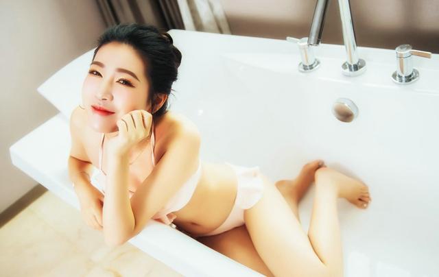 在浴室這樣啪啪啪,才更容易興奮和高潮!