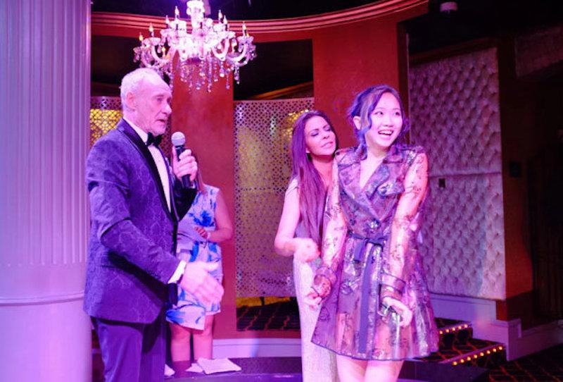 成人美女脫衣秀最紅亞裔主播,剛剛拿下瞭成人片奧斯卡