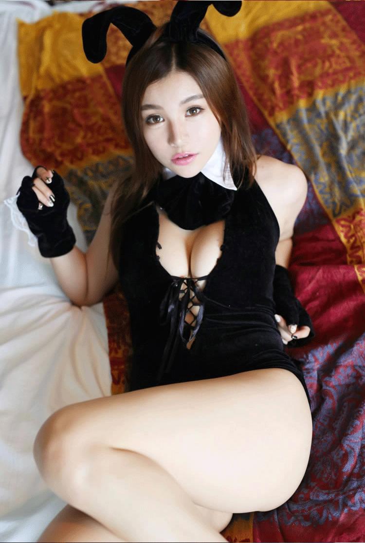 【套圖】棒!兔兒裝黑絲美女夾腿蹭,看得心裡癢癢的。