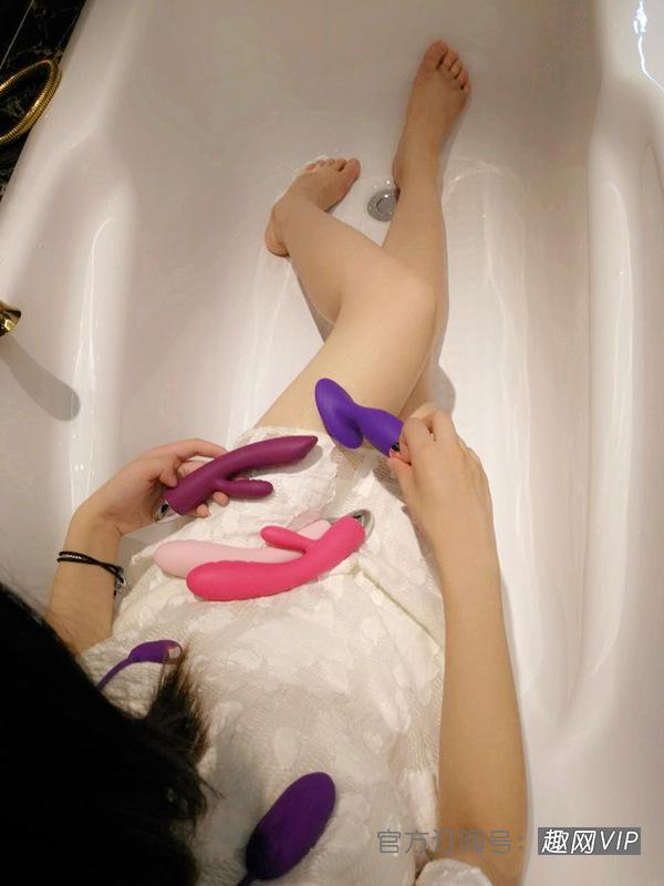 今晚來我傢浴室,一起高潮到潮吹!