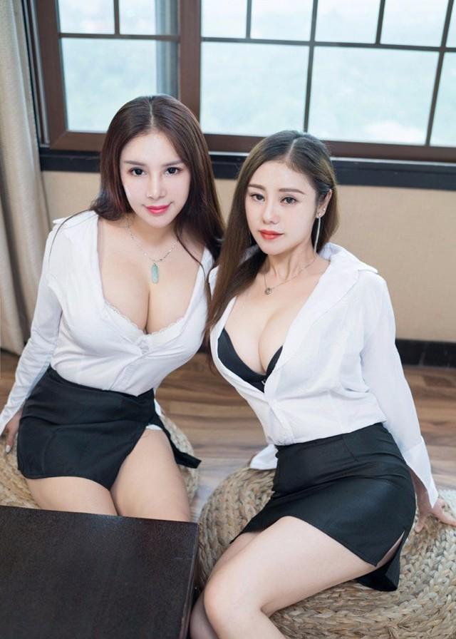【套圖】姐妹雙飛巨乳長腿曖昧纏綿