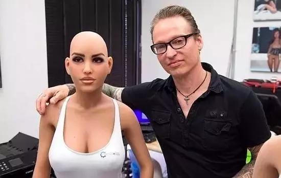 太逼真瞭,這性愛機器人!
