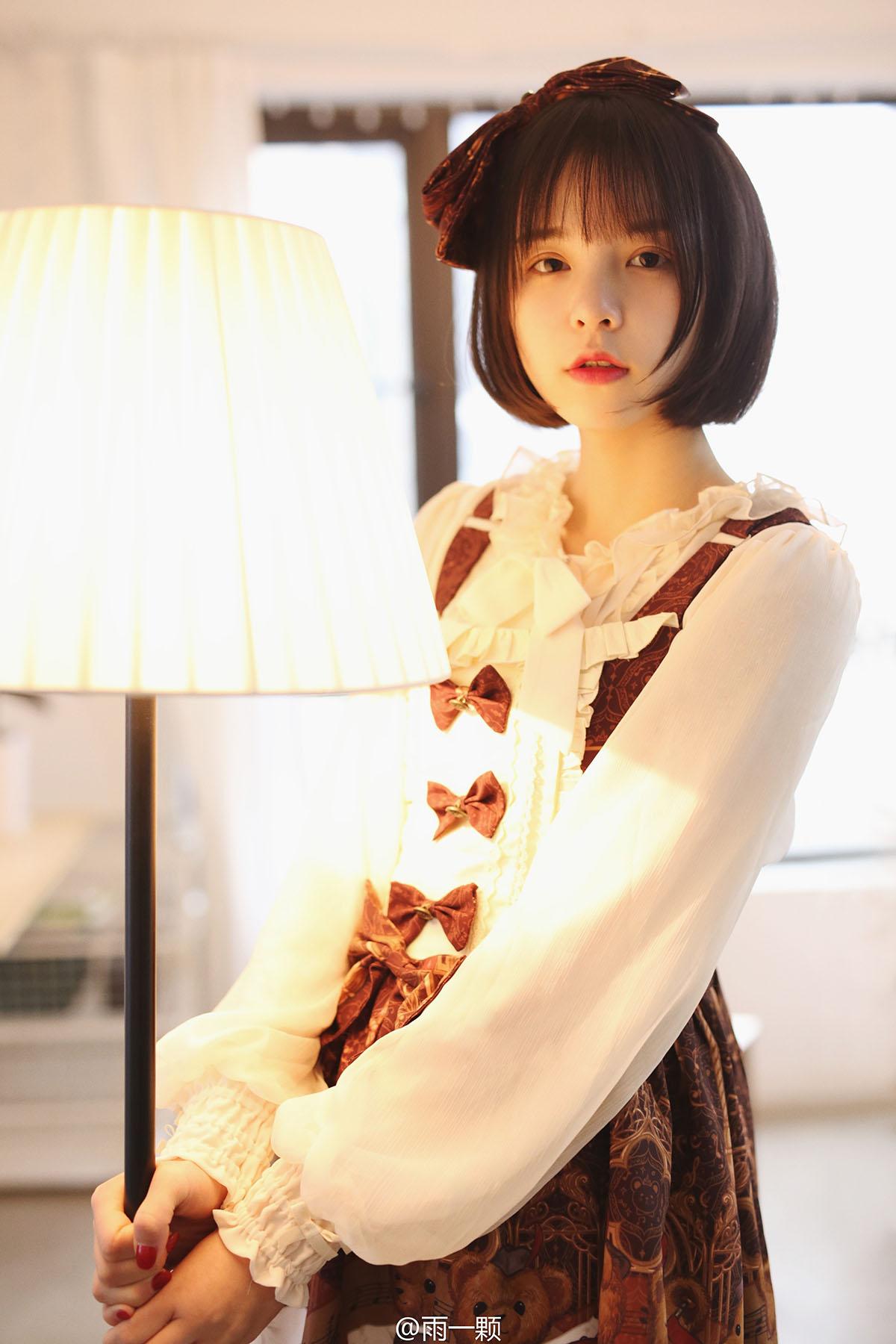 [套圖]可愛的白絲蘿莉美少女萌妹