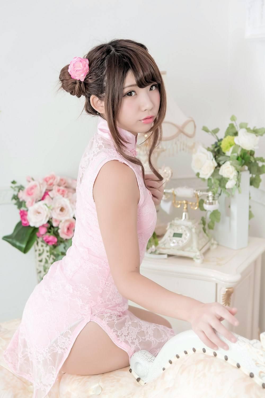 [套圖]粉色旗袍少女誘惑美腿寫真